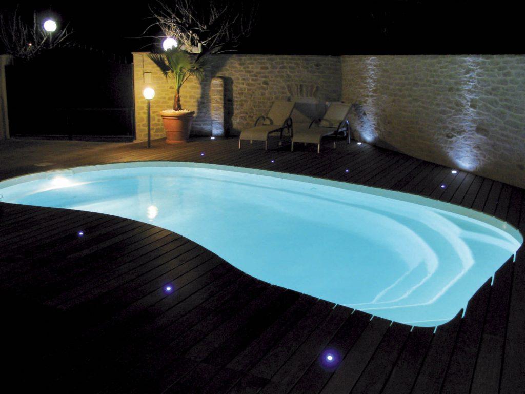 projecteur-piscine-led-bella-piscines-poitiers-tours