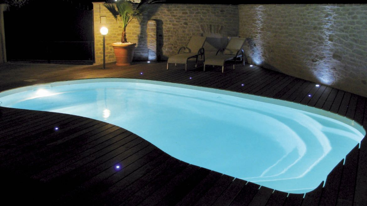 projecteur-piscine-led-bella-piscines-poitiers-tours